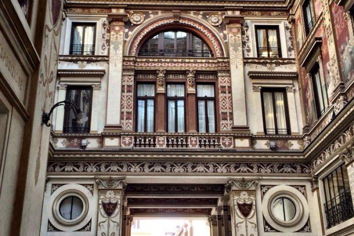 'Il Rumore Di Roma' Clutch